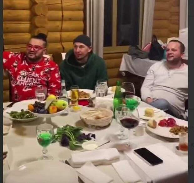 Публика гадает: ктотут— жених Волочковой?