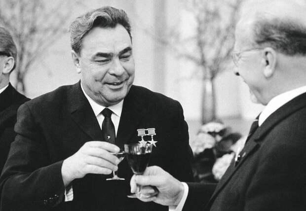 Хитрая схема от Леонида Ильича как пить спиртное и не хмелеть...