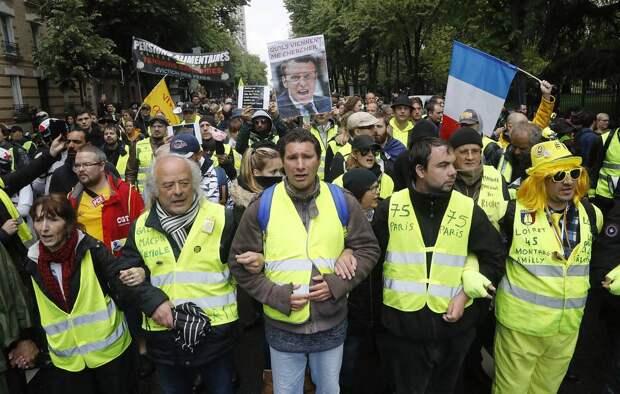 СМИ: Во Франции отменили обернувшуюся протестами пенсионную реформу