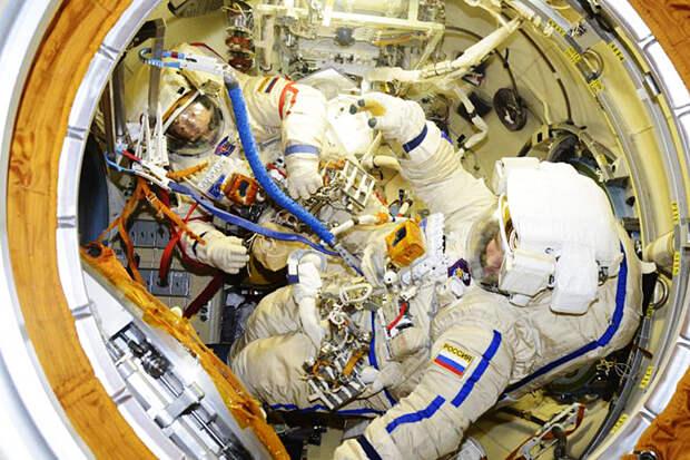 Российские космонавты на МКС остались без кислорода