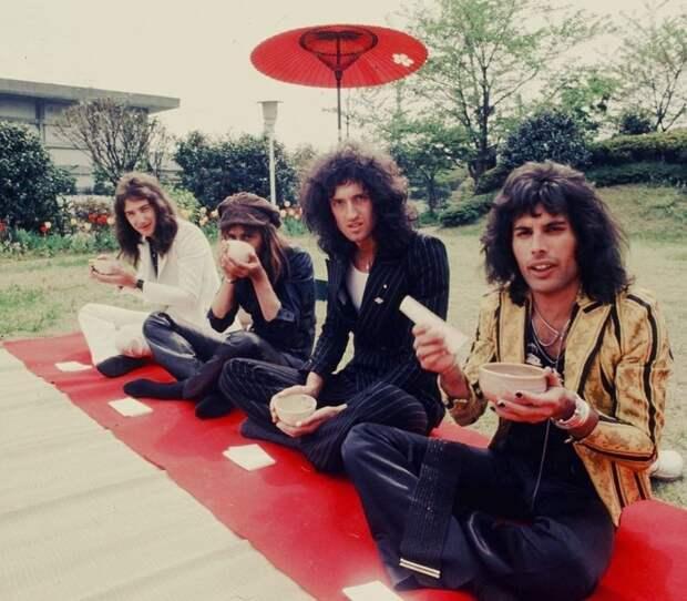 Группa Queen во врeмя визита в Японию, 1975 год