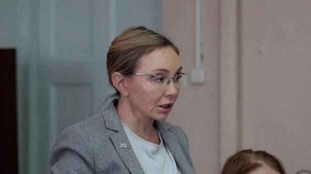 Владимирская чиновница Чекунова помыла полы в больнице Струнино