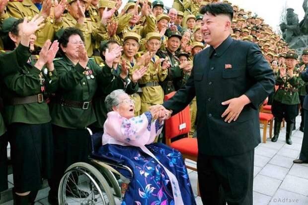 Обожание диктатора - 15 снимков из Северной Кореи