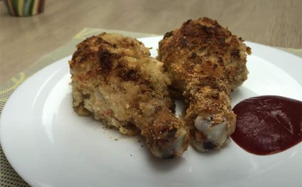 Заливаем куриные голени йогуртом и ставим в духовку. Простой ингредиент делает даже жесткую курицу нежной