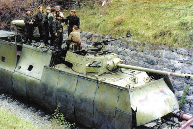 Сербский бронепоезд в Хорватии во время военных действий в бывшей Югославии, 1991-1995 годы