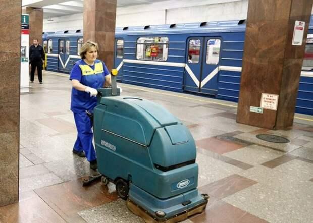 Станцию метро «Селигерская» вымоют специальным чистящим шампунем