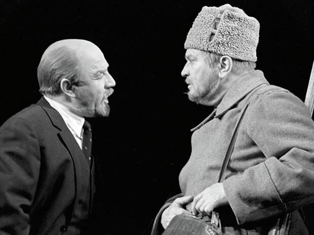 Легендарные советские артисты на сцене театра.