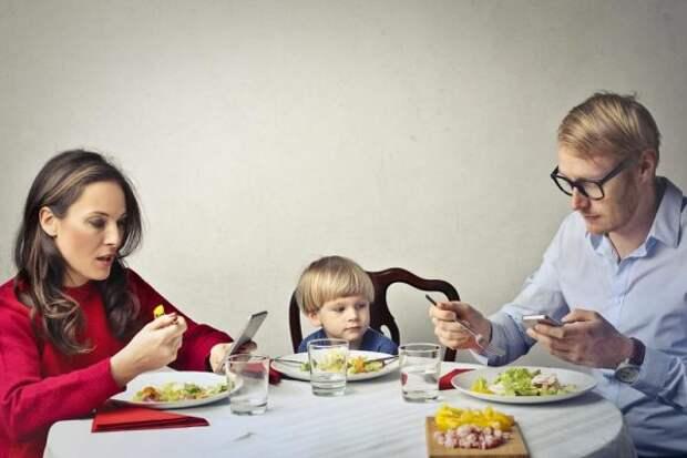 А в ответ тишина… Почему игнорирование — самое обидное наказание для ребенка