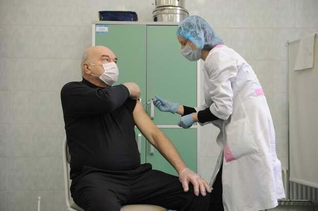 Врачи объяснили, какие диагнозы не являются противопоказаниями к прививкам от COVID-19