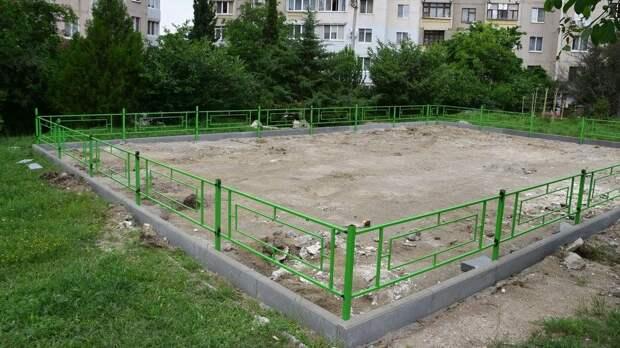 Установка детских площадок для юных симферопольцев