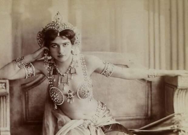 Ясновидящий, танцовщица и другие легендарные личности времён Первой мировой, повлиявшие на ход истории