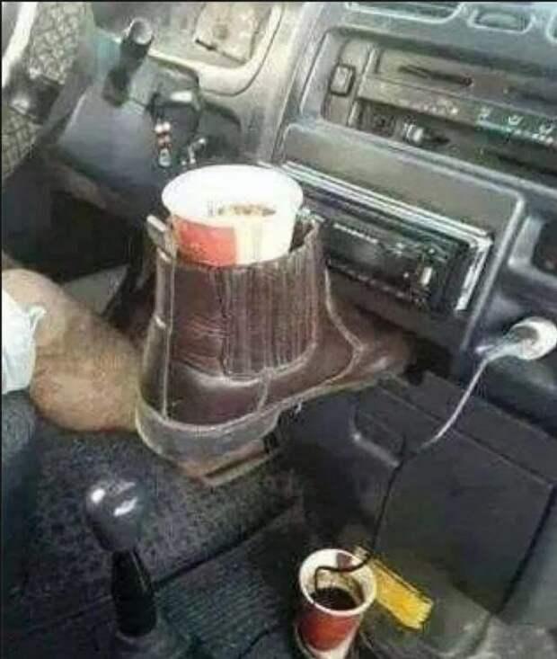 Если вам вдруг понадобился дополнительный подстаканник в машине, теперь вы знаете что делать починил, смекалка, юмор, ясделяль