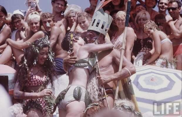 Советская молодежь 60‑х на пляже: фотографии Билла Эпприджа