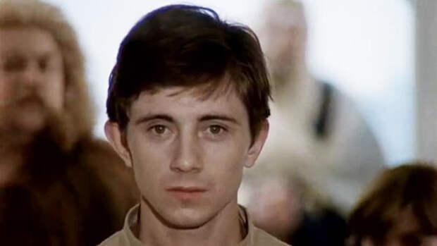 Он озвучивал звезд Голливуда, а мы сразу вспоминаем про Мишку Квакина: такая короткая жизнь Вячеслава Баранова