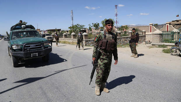 """Байден одобрил выделение $100 млн на """"непредвиденные траты"""" на беженцев из Афганистана"""