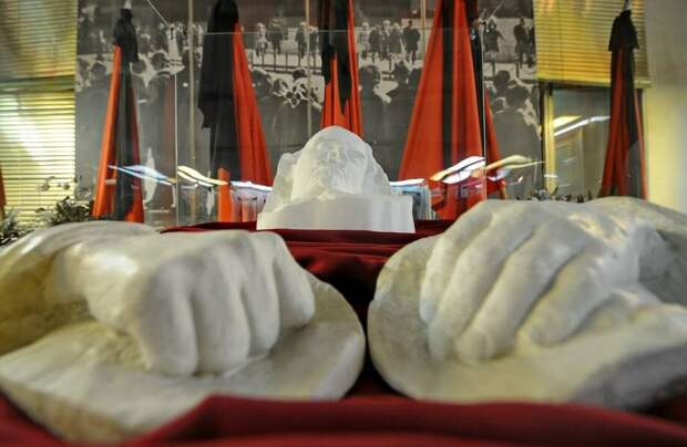 Почему веками необычная традиция делать слепки с лица была так востребована