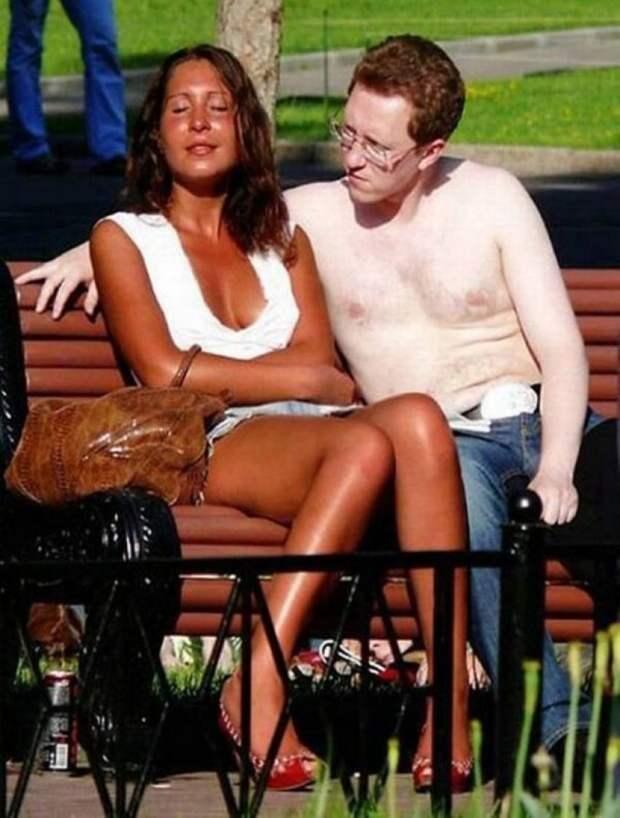 Все никак не убедит ее намазаться солнцезащитным кремом Любовь, внешность, люди, мир, пара, половинка, противоположность, фотография