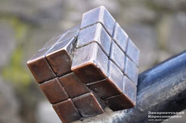 """21 декабря 2014 года открыли аналог популярной на весь мир головоломки """"Кубик Рубик""""."""