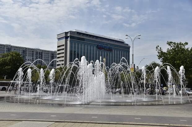 Жителям Краснодара напомнили об опасности купания в фонтанах