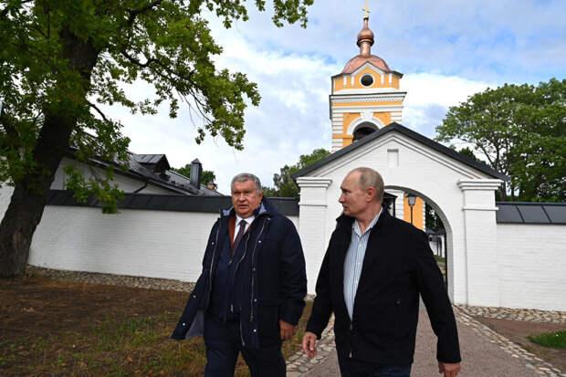 «Фантастика»: Путин посетил восстановленный на деньги «Роснефти» монастырь