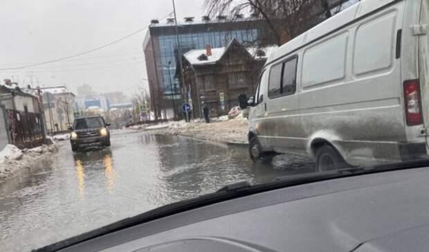 ВЕкатеринбурге из-за коммунальной аварии затопило несколько улиц