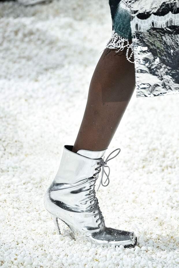 Ботильоны цвета металлик с квадратным носком Calvin Klein для осени 2018
