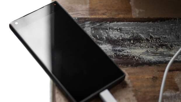Пользователей смартфонов призвали отказаться от поддельных зарядок