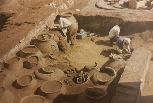 Кувшины, найденные в  Норсун-Тепе