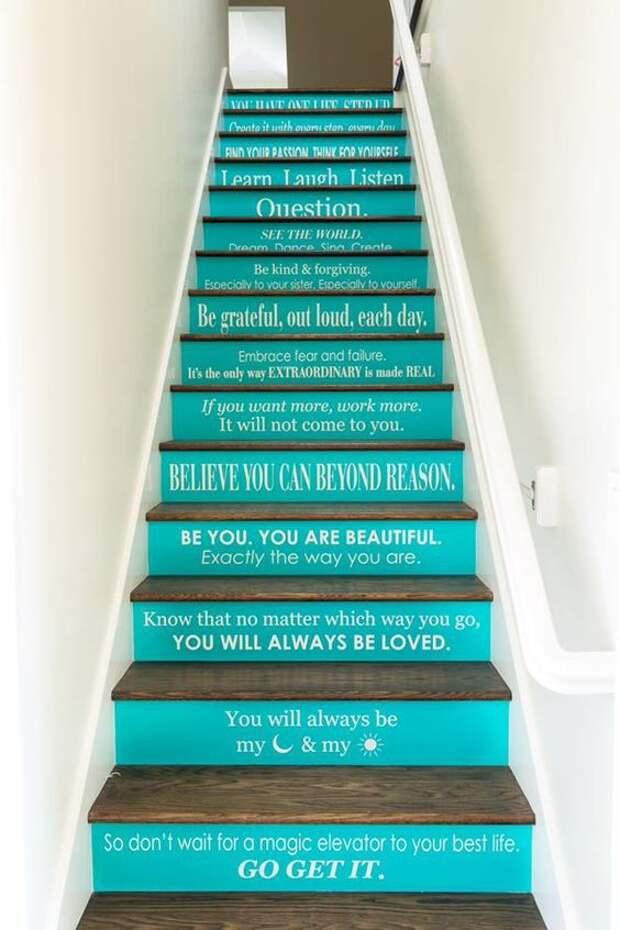 Лестницы со словами и посланиями (трафик)