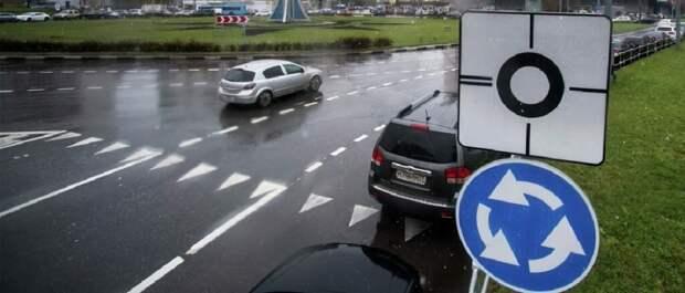 Инспектор ГИБДД рассказал, в каких случаях нужно включать левый поворотник при повороте направо