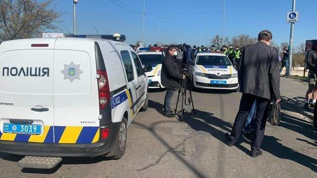 В Киеве натренированные радикалы спровоцировали стычки с полицией из-за карантина