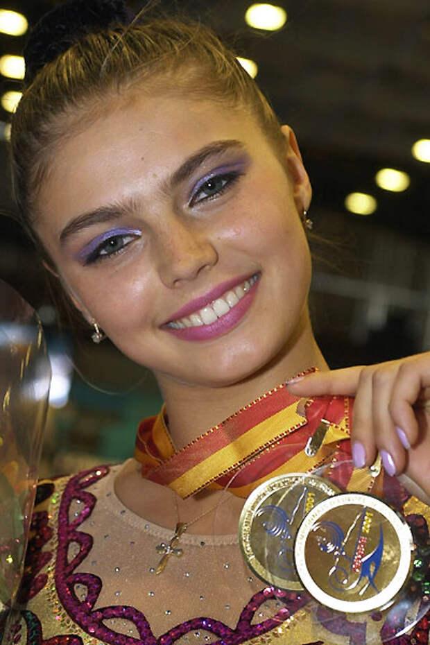 православная Алина Кабаева с крестиком фото