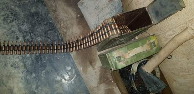 В Керчи сотрудники МВД при обыске изъяли у «чёрных копателей» запрещённые предметы и оружие 2