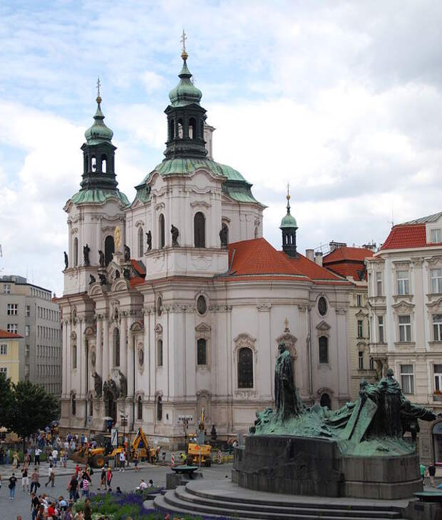 870px-Church_of_St_Nicholas_of_Old_Town_in_Prague_General_View (594x700, 83Kb)