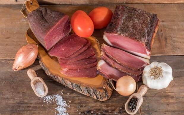 Сыровяленое чесночное мясо