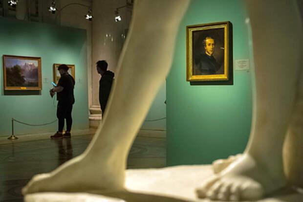 Эрмитаж прокомментировал жалобу о влиянии обнаженных скульптур на детей