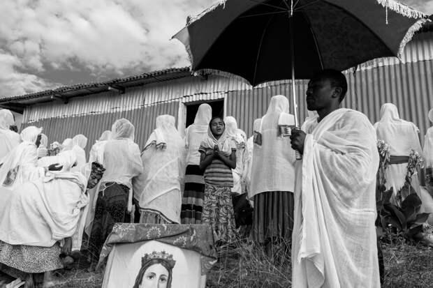 Фотографии массового экзорцизма в Эфиопии. Фотограф Роберт Уоддингем 1