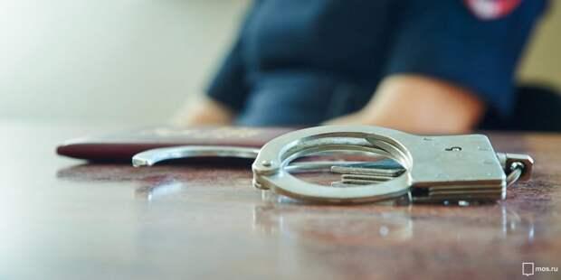 Мужчина в медицинской маске набрасывался с ножом на кассиров в Бабушкинском