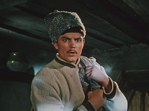 Кстати, актёр Юрий Тавров, который сыграл в фильме Вакулу, всего на 8 лет младше Людмилы Хитяевой.