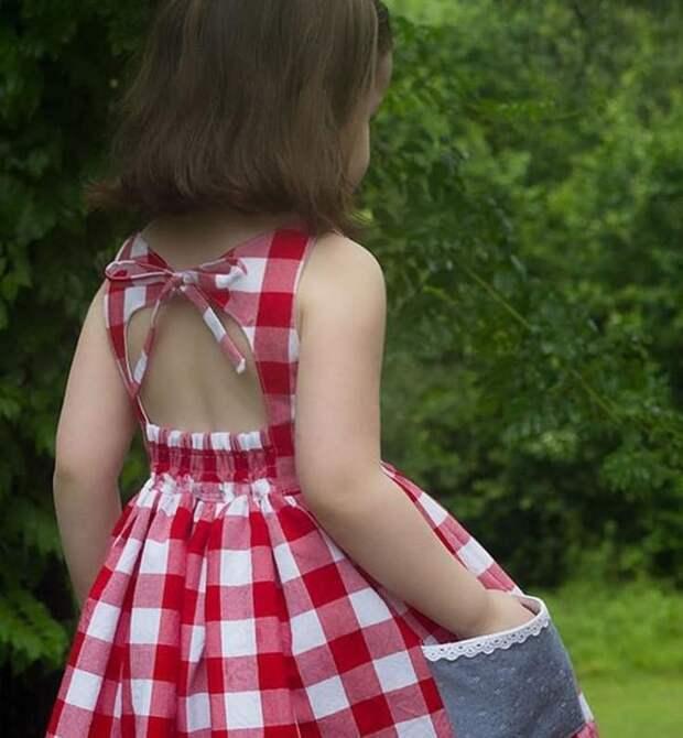 Спинки детских платьев на жару
