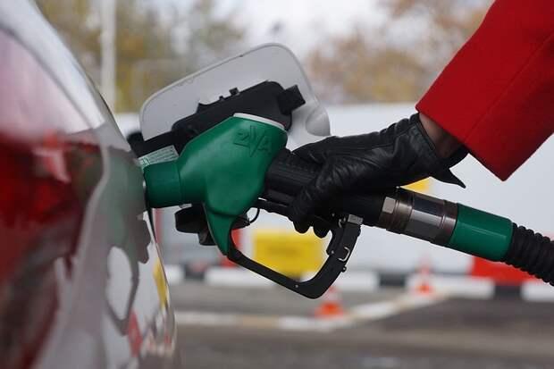 Цены на бензин перестали расти на АЗС в Москве