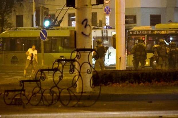 AP опубликовало фото предполагаемого момента гибели протестующего в Минске