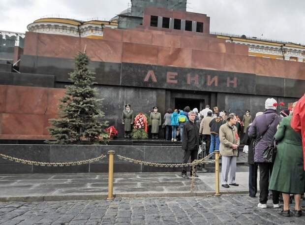 В мавзолее проснулся Ленин? (ФОТО)