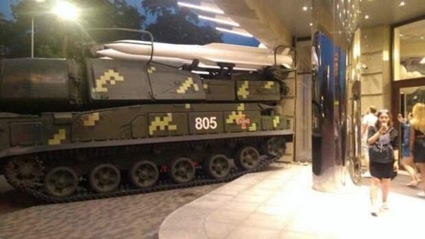 В Киеве ракетный комплекс «Бук» протаранил бизнес-центр