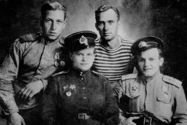 «Фрау чёрная смерть»: как восемнадцатилетняя девушка командовала русскими морпехами