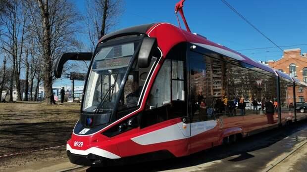 Первые трамваи с алюминиевым кузовом начали курсировать по Петербургу