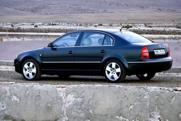 Линейка бензиновых двигателей, как и у Passat, включает атмосферный агрегат объемом 2,0 литра (115 л.с.), легендарный 1,8-литровый турбомотор с 20 клапанами (150 л.с.) и 2,8-литровый V6 мощностью 193 л.с.  Дизели бывают 1,9-литровыми (100 и 130 л.с.) и 2,5-литровыми с 6 цилиндрами, развивающими 163 л.с.  Чешская компания делает упор на стандартное оснащение, которое включает в себя 4 подушки безопасности, иммобилайзер, кондиционер, а также электроуправление и обогрев окон и наружных зеркал.  Топовые версии получают биксеноновую оптику, датчик дождя и климатроник.  В список оборудования входят защитные шторки, люк с электроприводом, парктроник, навигация и современная аудиосистема.