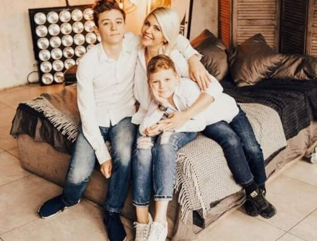 Анастасия Макаревич с сыновьями | Фото: showbiz.clutch.ua