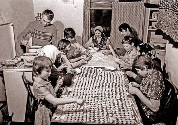 Каждый новый год мы лепили пельмени всё семьёй 90-е, детство, ностальгия