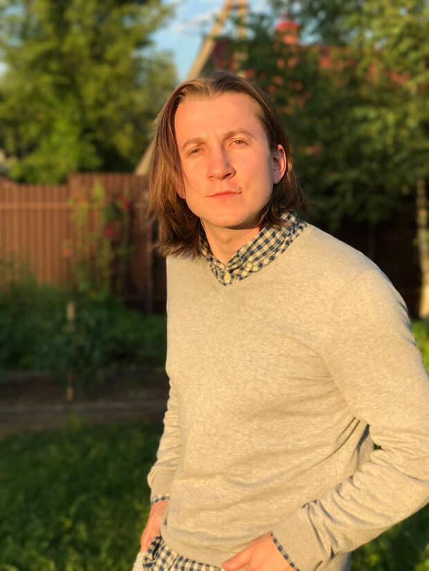Дмитрий Шаракоис работает официантом в Лондоне